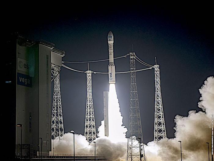 CubeSat LEDSAT in orbita