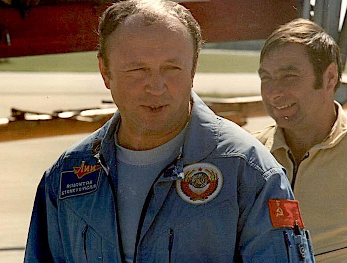 Scoperta una targa in memoria dell'eroico pilota collaudatore dell'ex URSS Rimantas Stankevičius, morto nel 1990 in un incidente di volo a Salgareda