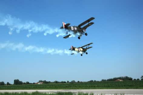 aerei in formazione
