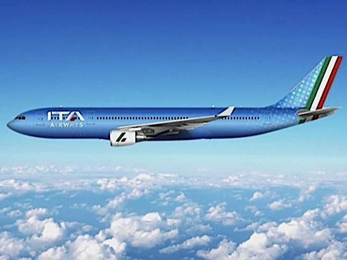 L'ultimo volo di Alitalia e il primo di ITA Airways, la nuova compagnia nazionale dalla livrea azzurra