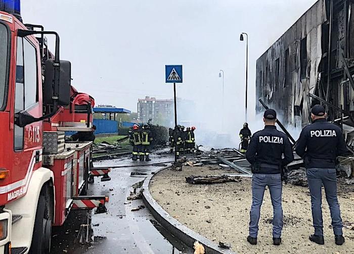Grave incidente aereo a Milano Linate: precipita un Pilatus PC-12. Nessun superstite nello schianto