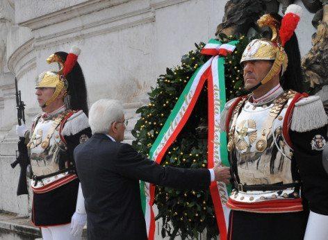 Deposizione della Corona ai Caduti da parte del Presidente della Repubblica (foto Ministero della Difesa)