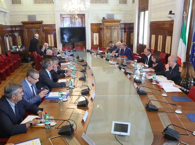 L'incontro presieduto al Viminale dal Ministro Angelino Alfano (foto Ministero dell'Interno)