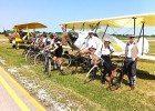 Linea di volo con i ciclisti dell'epoca (foto Baldi)