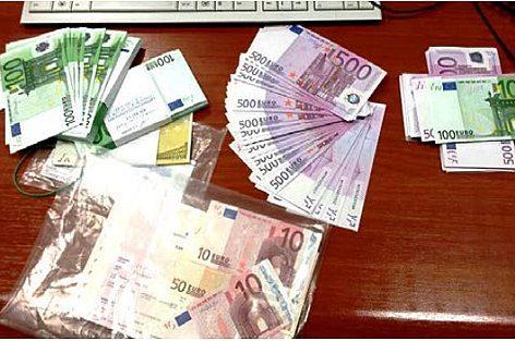 La valuta scoperta dall'Ufficio Dogane di Bologna in collaborazione con la Guardia di Finanza (foto Ufficio Dogane)