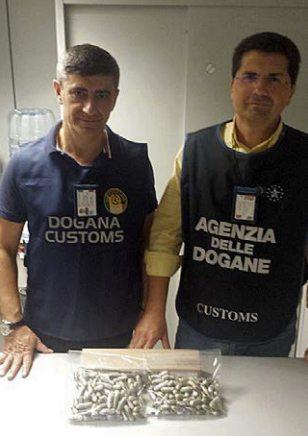 Gli ovuli sequestrati dai funzionari Doganali (foto Agenzia delle Dogane)