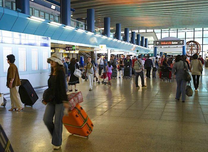 Giro di corruzione all'Aeroporto di Fiumicino: arrestate cinque persone tra cui un alto funzionario ENAC
