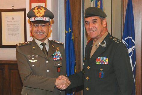 Il Gen. Danillo Errico, capo di Stato Maggiore dell'Esercito Italiano e il Generale di Corpo d'Armata Eduardo Dias da Costa Villas Boas Comandante dell'Esercito Brasiliano (foto E.I.)
