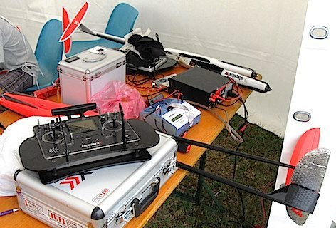 modelli F5B in primo piano il radiocomando