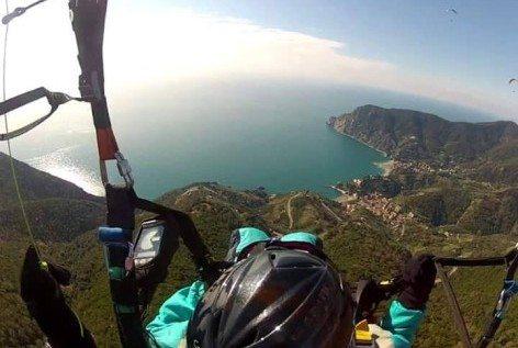 La costa ligure, in vista di Monterosso (foto Vitali)